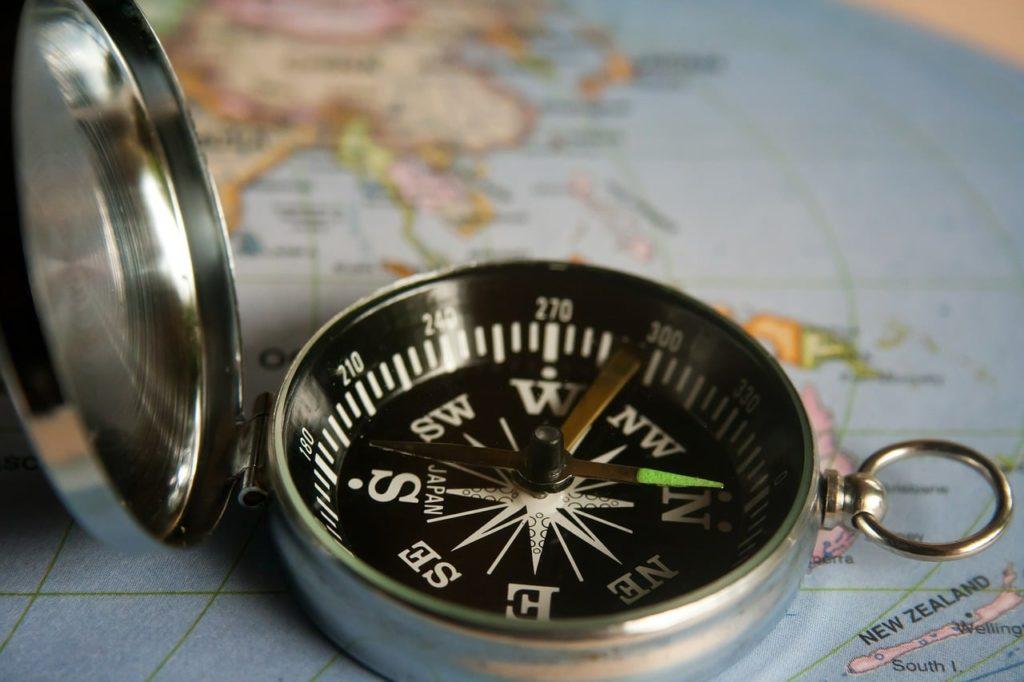 Seniorsakens lokallag - illustrasjon kompass på et kart