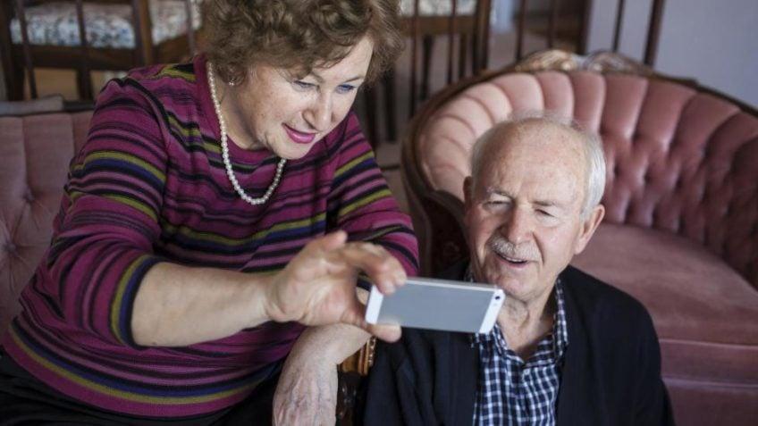 BESTEMORTESTEN: Er denne telefonen enkel nok for bestemor? Foto: NTB Scanpix