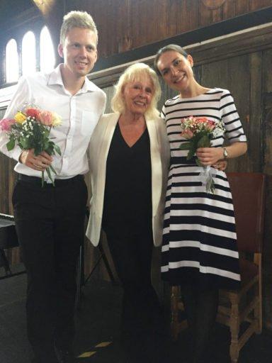 Folkekjære skuespillerinne og instruktør Lise Fjeldstad pianist Olav Egge Brandal og sopran Ida Katrine Hagen Johansen